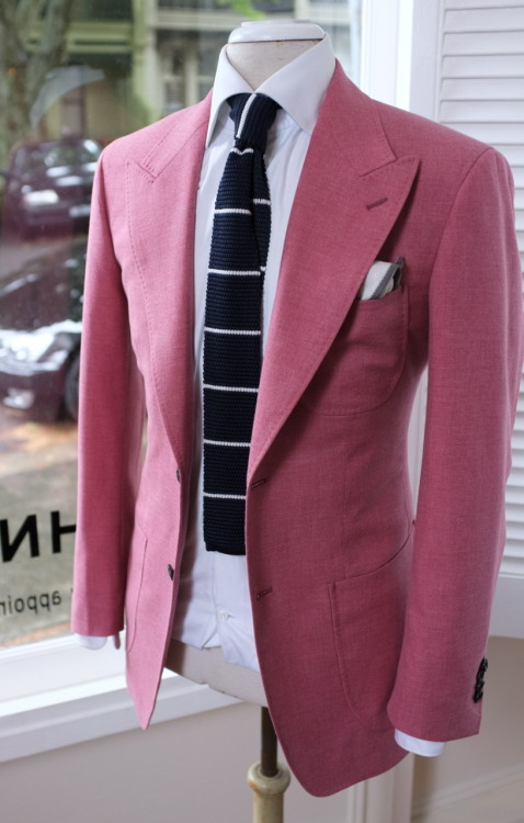 patrickjohnsontailors:  Jacket : Ariston  wool/ cotton blend Shirt : Thomas mason for PJOHNSON Tie : Silk knit PJOHNSON Pochette : Knited silk for PJOHNSON For MH