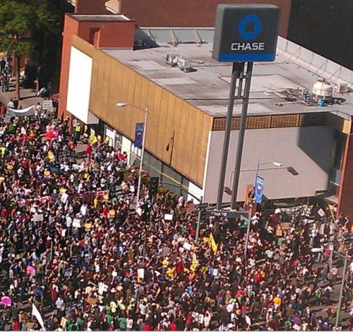 cognitivedissonance:  Chase Bank in Oakland during today's general strike, just a few hours ago.
