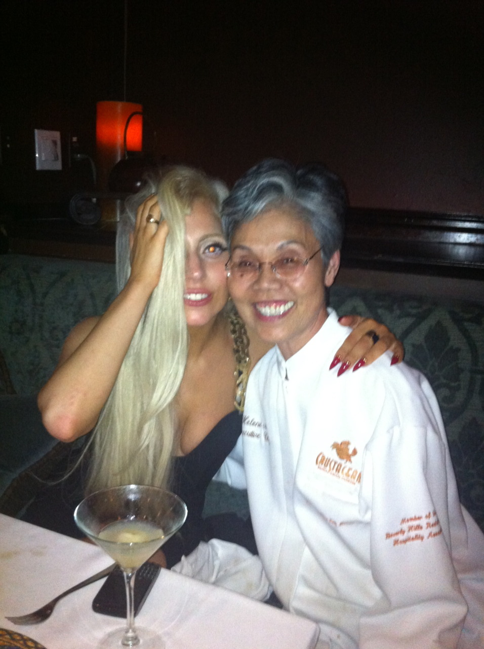 I love this pic of Gaga with the head chef of the secret kitchen in Crustacean, a restaurant in Beverly Hills that I went to a month ago. Dirty pony, I can't wait to hose you down.