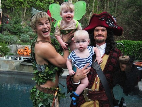Neil Patrick Harris (@ActuallyNPH) and his family looking adorable for Halloween.