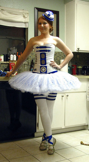 pluralsdontneedapostrophes:  Omg cute   Take that, Dalek Dress!Signed, R2TuTu