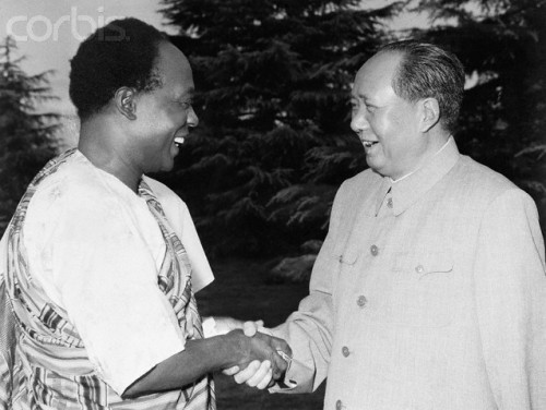 fuckyeahmarxismleninism:  Mao Zedong greets Ghana's President Kwame Nkrumah at a July 28, 1962, meeting in Hangchow, China.