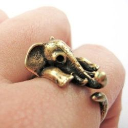 dollfaceallure:  wickedclothes:  Elephant Ring  omg, must have. too much cuteness