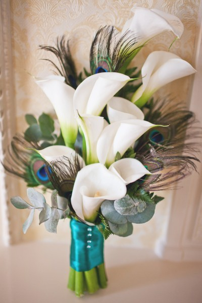 Flowers: Calla LilyOther: Eucalyptus Leaves / FeathersColors: Green / White