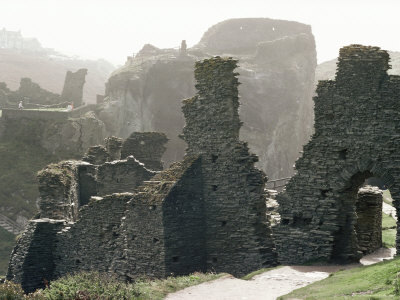 5 more haunted places that fascinate me - Castles! http://conjurewomanscorner.blogspot.com/2011/11/5-more-haunted-places-that-fascinate-me.html
