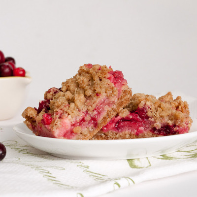 gastrogirl:  cranberry and apple crumble bars.