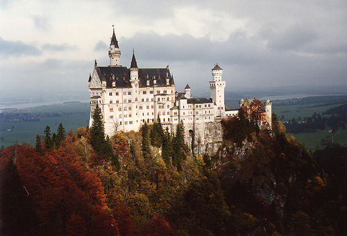 allthingseurope:  Neuschwanstein castle fall colors (by mbell1975)