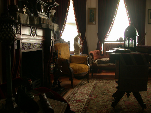 Part of my story for NaNoWriMo involves a front parlor. This is exactly what I think of as I'm writing.