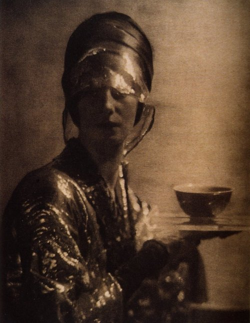 ihalfshut: Baron A. de Meyer The Cup, 1912