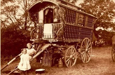 lifeinimperfecttense:  Gypsy Caravan