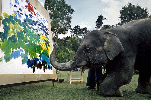 delucazade:  When elephants paint (by O.Blaise)