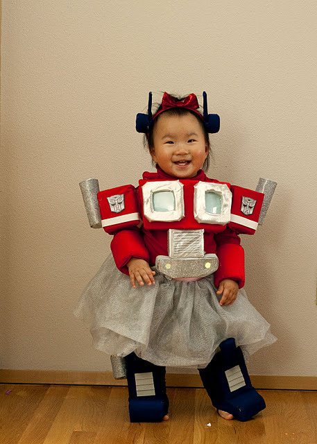 amydoi:  My friend Ryan made the most awesome Optimus Prime costume for his daughter to wear for Halloween!