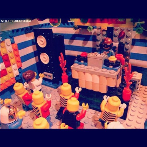 meagloriafides:  #Hahaha this #picture is #awesome ! It's a #lego #rave #lol ! SOO #rad ! #party #random #dj #music #creative  (Taken with instagram)