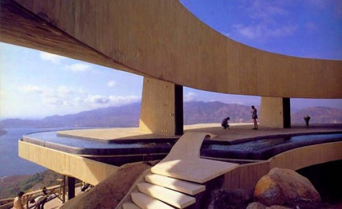 enochliew:  Marbrisa by John Lautner The upper floor is a large open terrace surrounded by a cantilevered moat pool that seems to overflow into the ocean below.