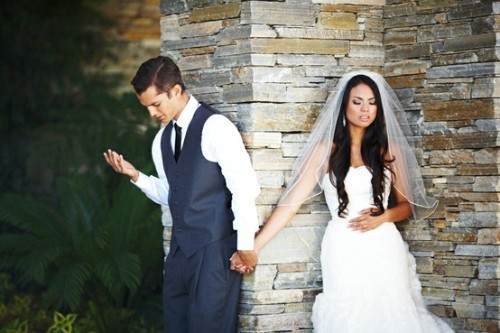 akwaky:  shannonwoohoo:  Cami & Erik wanted to pray together before the wedding but, they did not want to see each other.  Deng…