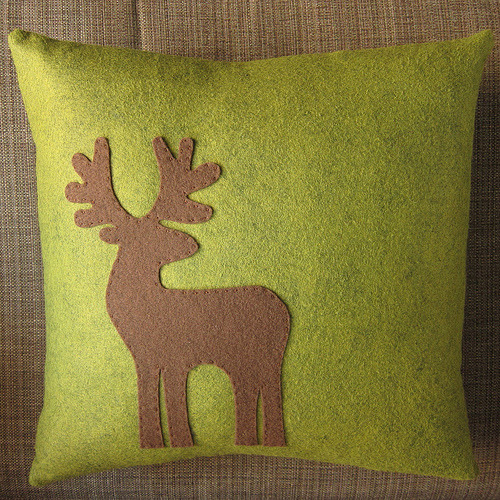 Make your own reindeer appliqued pillow - tutorial & photos (via Just Crafty Enough – Project – Reindeer Appliquéd Pillow)