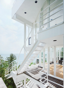 architorturedsouls:  The Douglas House / Richard Meier