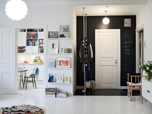 chalkboard wall in the hallway (via La maison d'Anna G.)