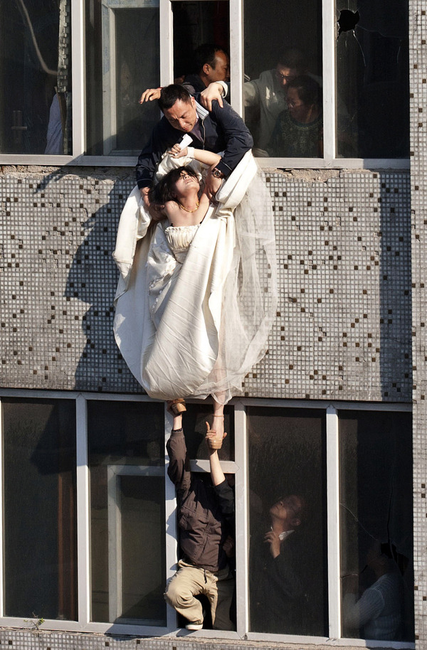ouch:  The bride surnamed Li cut her wrists and tried to commit suicide after her boyfriend broke up with her just before the marriage.