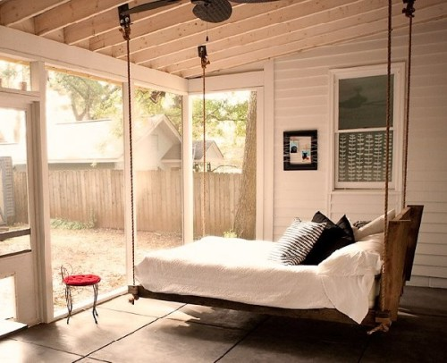 Easy sleep with swing-bed.