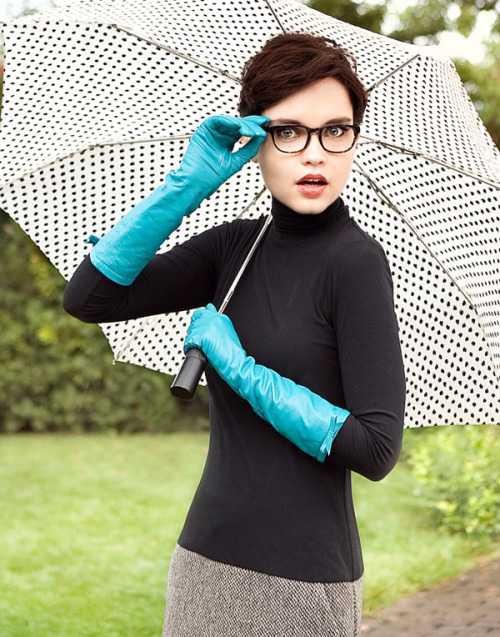 Turquoise gloves #strikeourfancy(photograph by Jenna Alcala, styled by Lisa Moir)