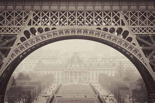 tranquillus: Under Eiffel (by Florent Solt)