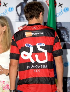 Via our friends @TheDenimkit: Flamengo pays homage to UNICEF - numbers on kits drawn by kids.   Coloring on kits is sick.  -DJ