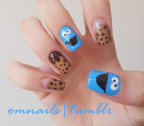 omnails:  Cookie Monster nail art | One of my awesome followers asked for a Cookie Monster nail art and I liked the idea so there it is! Hope you cookie lovers like it!!! xoxo