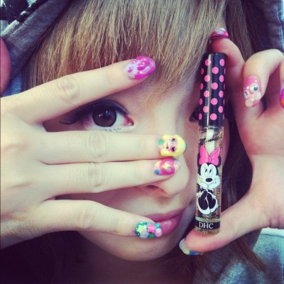kpopanti:  Her nails are so cute