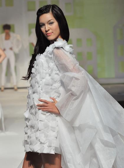 isabelle du: That folks, would be a dress made out of paper / E'Mos fashion show http://www.facebook.com/OfficialIsabelleDu