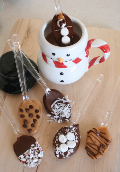 Hot chocolate dipping spoons, great for winter (DIY instructions) (via Alphamom)