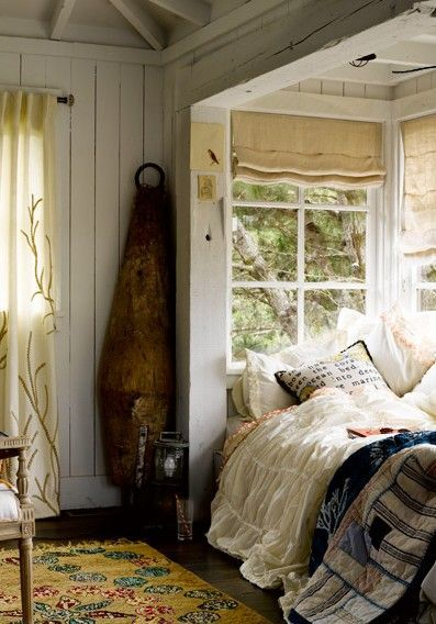 interiorstyledesign:  I want this cottage style room with a daybed set into the window nook… perfect spot for reading, napping, and dreaming (via I Want a Farmhouse, a Pond on imgfave)