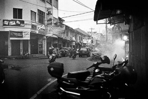 afternoon - this is medan!! on Flickr.[Medan] Leica M4 - Summicron 35V4 - Kodak TRIX400