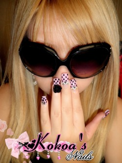 I LOVE THE NAILS!!! I do my own ideas for my nails <3 i like make nails art <3 ><