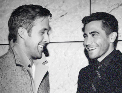 chanel-smokes:  imparfait-e:  bl-ossomed:  omgg cute  Ryan Gosling and Jake Gyllenhaal, beautiful human beings  oh my fuck