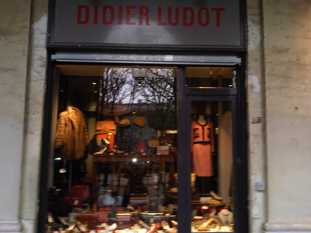 Didier Ludot in Paris Is every fashion admirer go to spot for names like Louis Vuitton, Hermes,Chanel, Alexander McQueen…etc