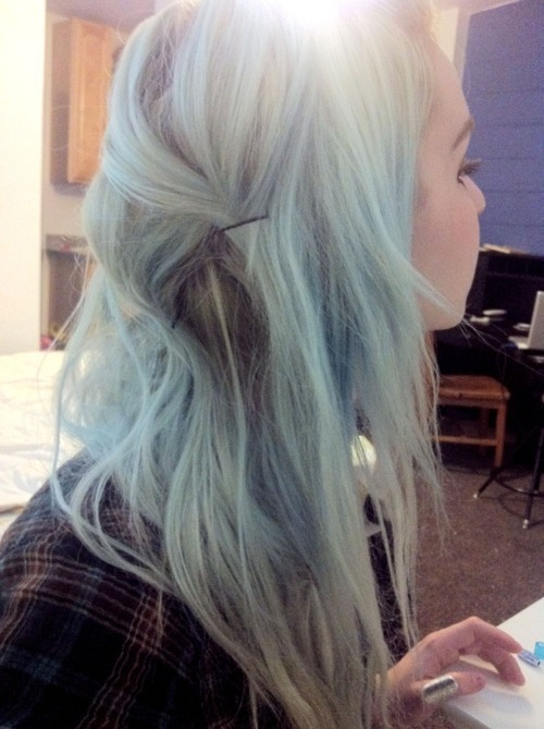 takeasneakpeak:  pastel hair,tattoos piercings,skate,grunge,smoke blog.