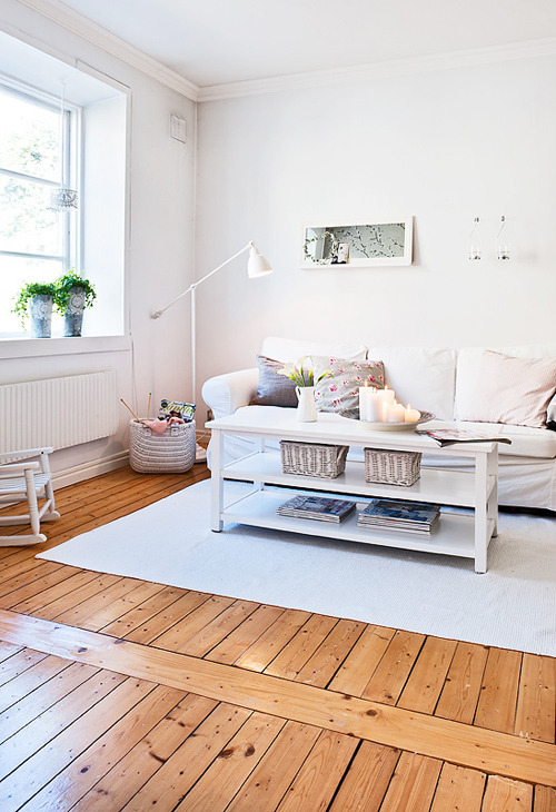 myidealhome:  relaxing living + wooden floor (via stylizimo)