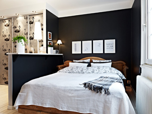black walls can be pretty (via Stylizimo blog: { A stylish apartment! })