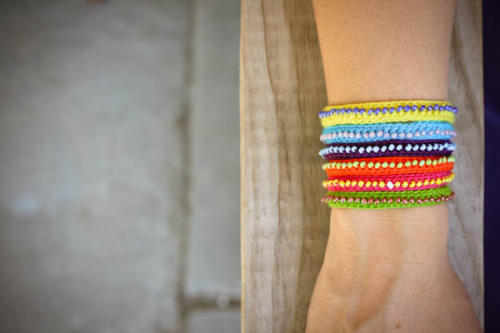 littlecraziness:  (via DIY Beaded Bracelet « greeneyed.com)