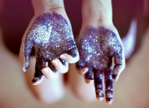 tayloranddemolish:  Inspiration for DIY glitter gloves