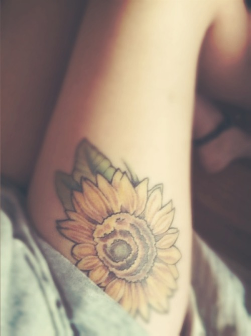 fuckyeahtattoos:  My name is Elli. This is my 4th tattoo out of 5.  Sunflowers have always been very prominent in my life. Growing up, my dad always brought sunflowers home to my mom. 4 years ago when she passed away from cancer, sunflowers wilted next to her death bed. They will always be a strong representation of the beauty in life.  Done by Mike at Skin Abrasions, IL Thank you for listening to my story xoxo