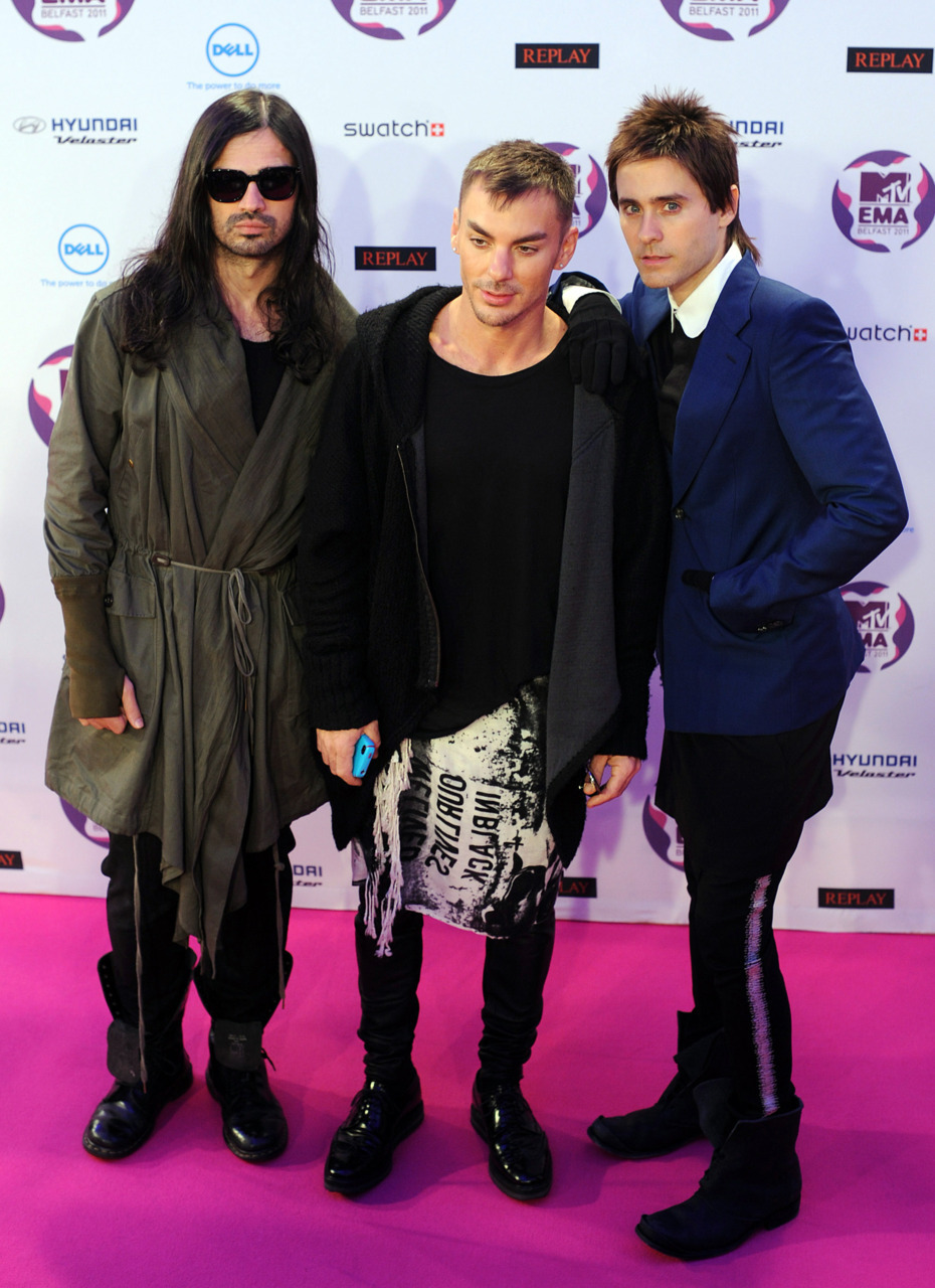 6277:  dropyourweapon:  mandolinaes:  HQ @30secondstomars at EMAs  hahahaaaaa  Bad Shannon. lol!Shannon
