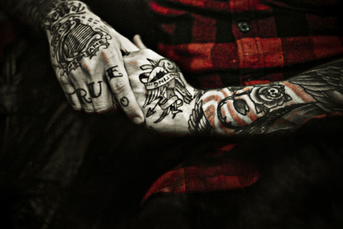Eeeek, hand tattoos ♥