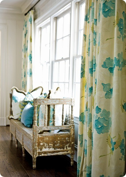 Such pretty turquoise patterned curtains and throw pillows (via Color my world / My Sweet Savannah)