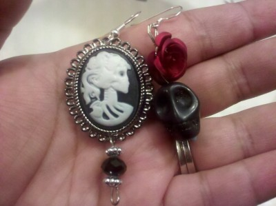 And more skull earrings added to my collection :)