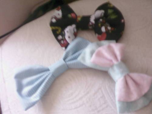 rememberxxmexx:  i LOOOOOOOOOVVVVEEEEE my kanzashi bows! always made great, awesome designs, plus i got the buy 2 get one free deal! ;) Yay we are glad you like your bows Baylie! <3