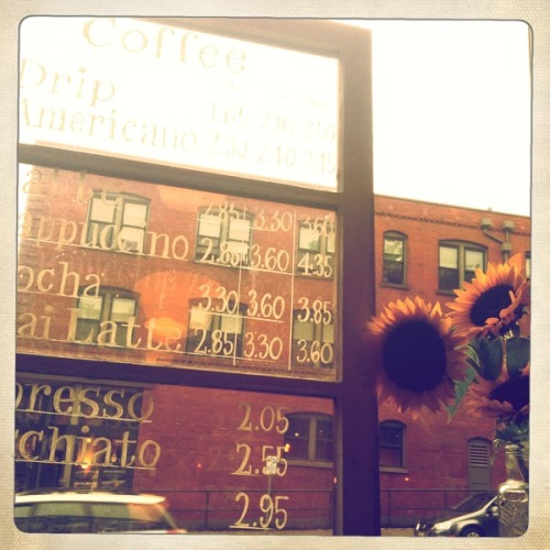 'Belltown Brunch' Photo: Zachary Brown - 2011 - Belltown, Seattle, WA - iPhone 4 w/ Hipstamatic  This work is licensed under a Creative Commons Attribution-NonCommercial-NoDerivs 3.0 Unported License.