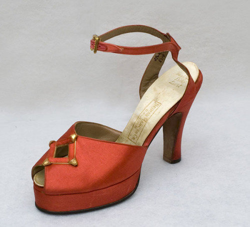 Evening shoes from Neiman Marcus, 1947-50, Vintage Textile Buy them here