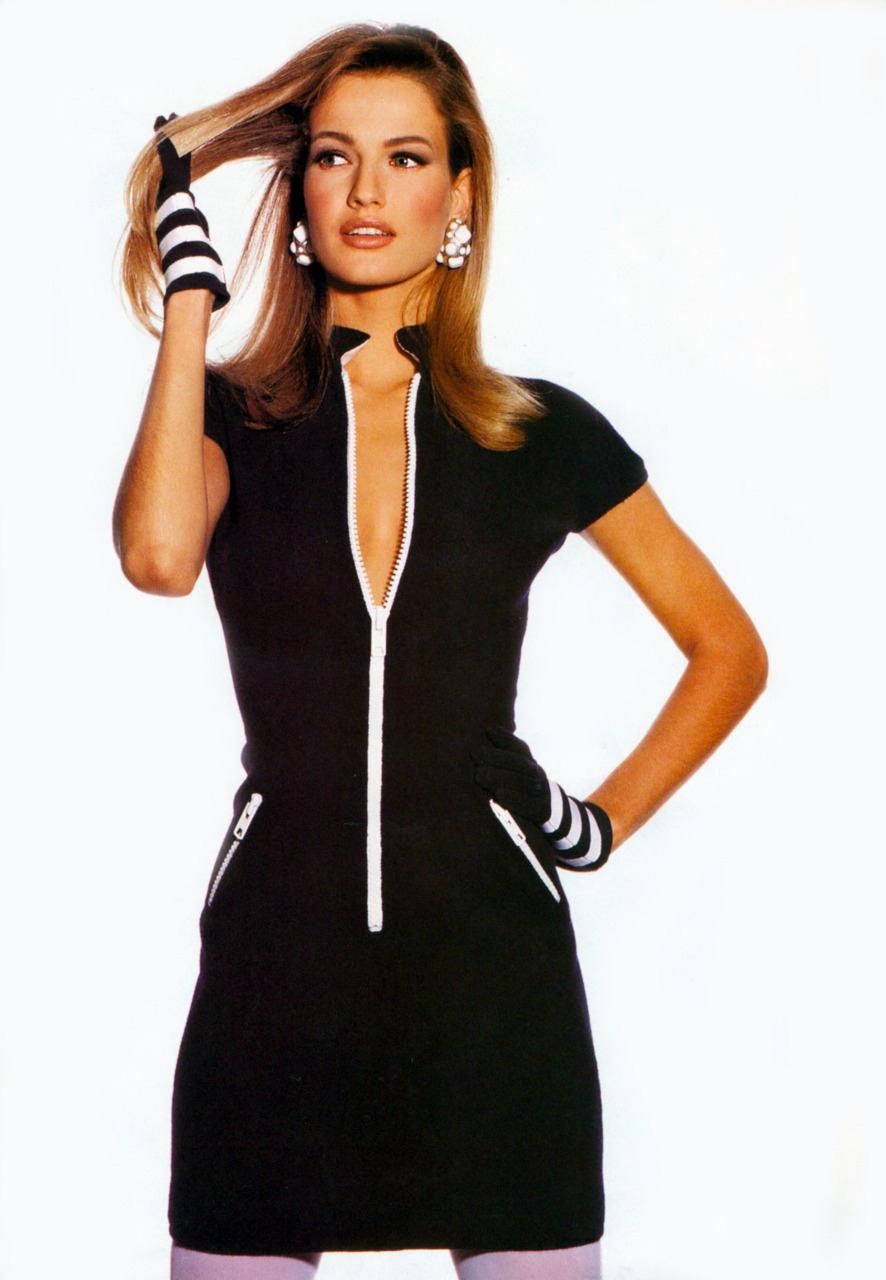 "supermodels-daily:  ""Good form""Photographer : Irving PennModel : Karen Mulder"